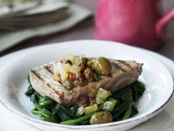 Gegrilltes Thunfischsteak auf Blattspinat ist ein Rezept mit frischen Zutaten aus der Kategorie Blattgemüse. Probieren Sie dieses und weitere Rezepte von EAT SMARTER!