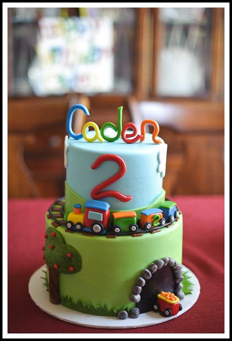 Train birthday cake...Kinzie would love this...she loves her choo choo trains