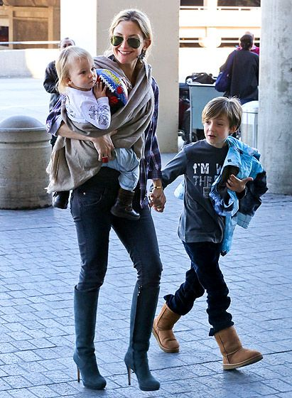 Kate Hudson is one hot momma! Check out this blonde beauty, rocking aviators with green (great color, btw) lenses, hanging with her cute kiddies!