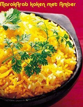 Dit heb je nodig 500 gram basmatirijst4 uien1 gram saffraanpoeder bosje verse kervel bosje verse korianderarachideoliezout en zwarte peper naar smaak.