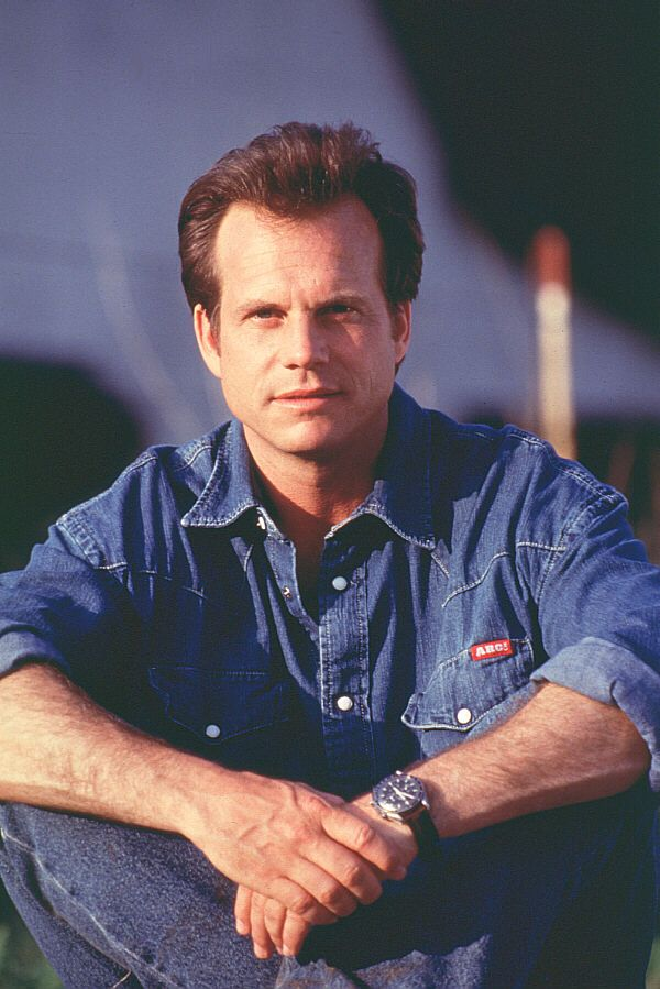 Bill Paxton as Bill Harding in a publicity photo behind the scenes on #Twister (1996).