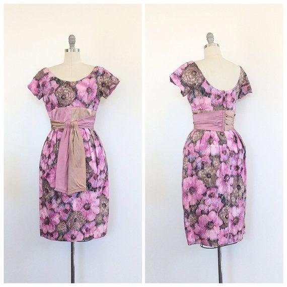 des années 60 rose Floral robe de fête / aquarelle Vintage des années 1960 Wiggle parti robe / petit / taille 6