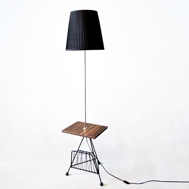 Klasyczna PRLowska lampka, gruntownie odnowiona (wymieniony blat z płyty okleinowanej, przewód, plecionka). Lekki ślad korozji został na obrączce przy blacie.  #vintage #vintagefinds #vintageshop #forsale #design #midcentury #midcenturymodern #furniture #lamp #shelf #prl