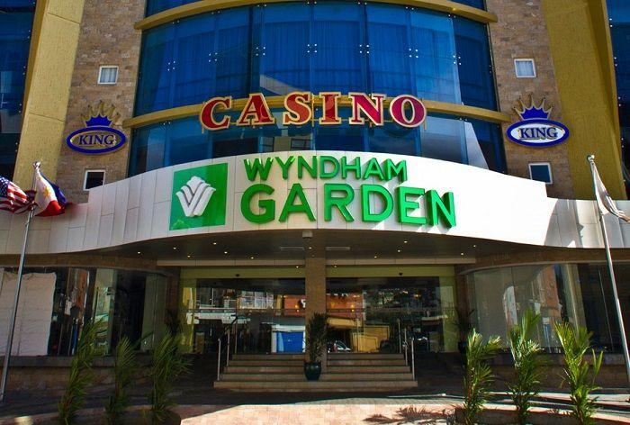 Het Wyndham Garden Paramaribo is gelegen in het historische centrum van Paramaribo, omringd door eeuwenoude historische gebouwen en oude landhuizen die nu k