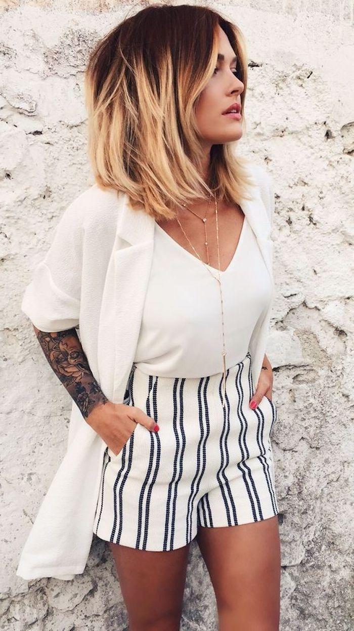 ff410dcfa0e5 schöne frisuren, weiße bluse, kurze hose, goldene halskette, kurze haare,  armtattoo