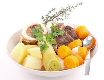 Le pot-au-feu est un plat traditionnel français à déguster quand il fait froid. Retrouvez cette recette d'antan, idéale à partager en famille ou entre amis. Bon appétit !