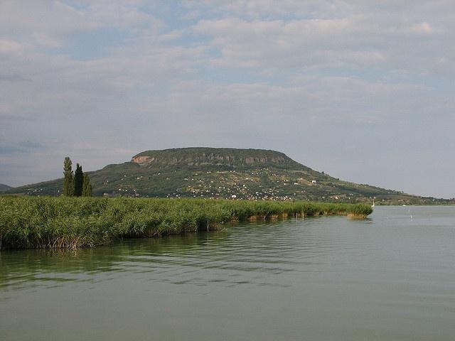 Badacsony a szigligeti mólóról (Szigliget, Magyarország) / Badacsony from the pier of Szigliget (Szigliget, Hungary)     Kedvenc helyeim szintén: