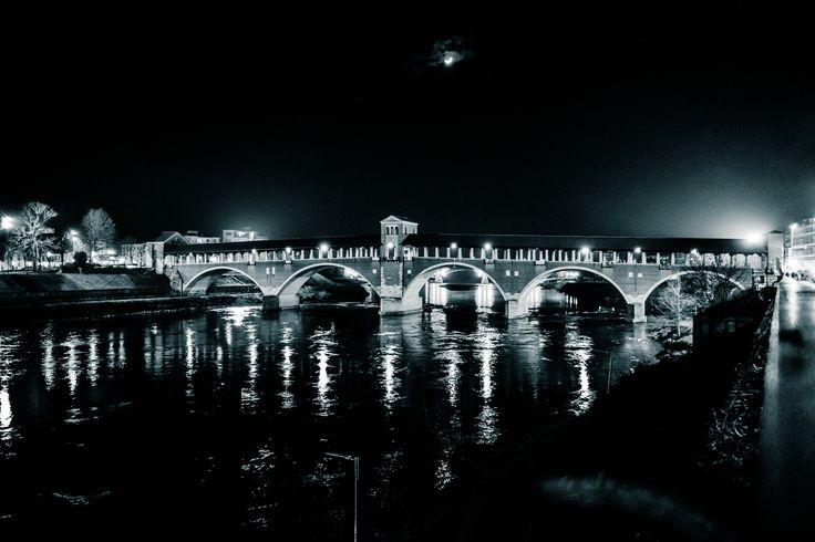 The old bridge - Pavia by night Il ponte coperto