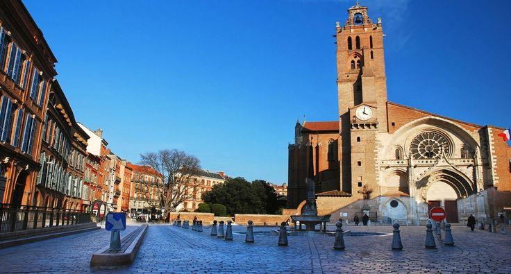 Cathédrale et place Saint-Étienne à Toulouse