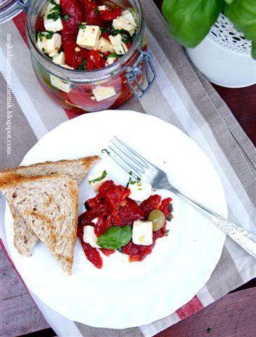 Bernika - mój kulinarny pamiętnik: Pieczone papryki z grecką fetą i oliwkami