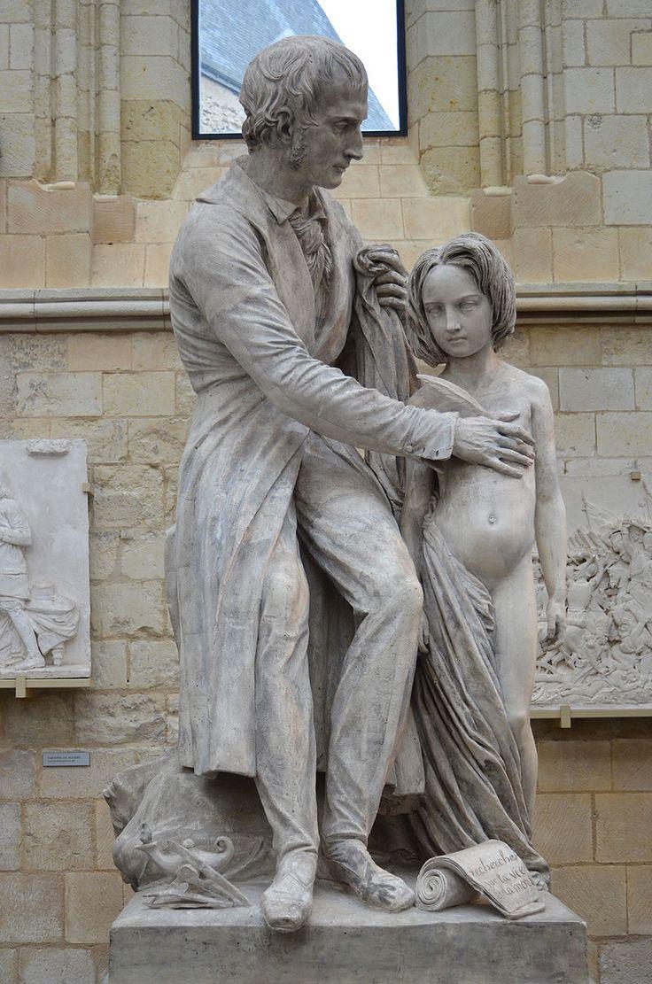 David d'Angers - Bichat Il fut nommé le 26 janvier 1801 « médecin expectant du Grand Hospice de l'humanité », c'est-à-dire l'hospice de l'Hôtel-Dieu. C'est dans cet hôpital qu'il étudia les modifications que la mort provoque dans les différents organes. Il publia ses observations dans Recherches physiologiques sur la vie et la mort (1799). Son dernier ouvrage fut Anatomie générale (1801) que ses étudiants achevèrent après sa mort, survenue à Paris, en 1802 ~ Bichat par David d'Angers