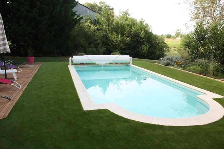 Pelouse synthétique piscine. #gazonsynthetique Plus d'information : http://www.gazonsynthetiqueiag.fr