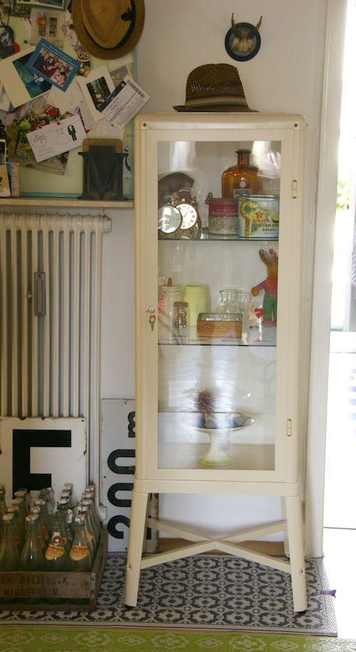 fabrikör - Glass medicine style cabinet.