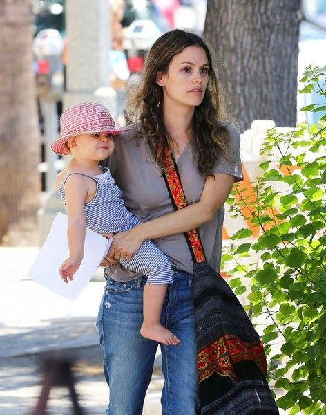 Rachel Bilson Photos - Actress Rachel Bilson is seen leaving Pint Sized Kids in Studio City, California with her daughter Briar Christensen on August 18, 2016. - Rachel Bilson Leaves Pint Size Kids With Her Daughter