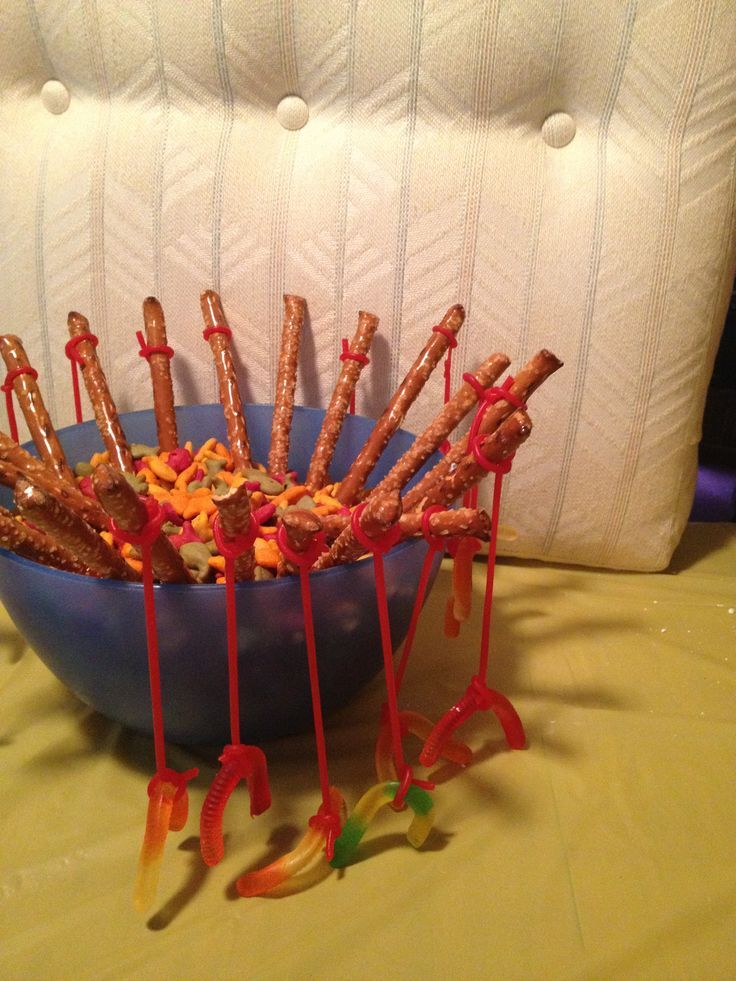 Create a center piece with gold fish crackers and some kind of 'fishing pole'