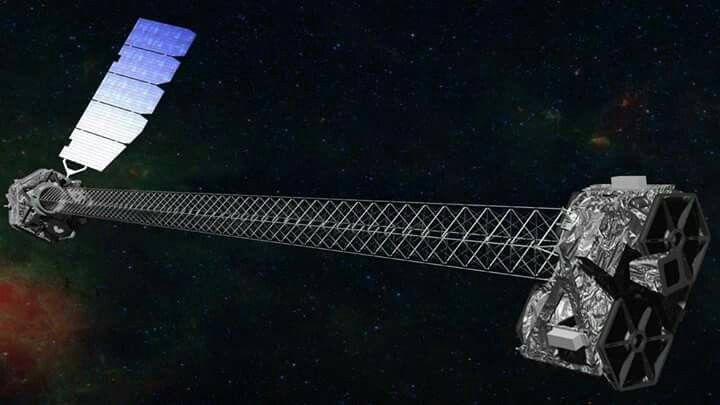 NuSTAR - 5 Anos No Espaço Estudando Os Buracos Negros   NuSTAR é um telescópio espacial especializado na detecção dos raios-X de alta energia, e essa radiação é a principal radiação emitida pelo material que está caindo em direção dos buracos negros, assim, pode-se dizer que o NuSTAR é um verdadeiro caçador de buracos negros.  Vídeo no canal: https://youtu.be/qHs2g2MrjuI  Conceito artístico do NuSTAR em órbita. Créditos: NASA / JPL-Caltech
