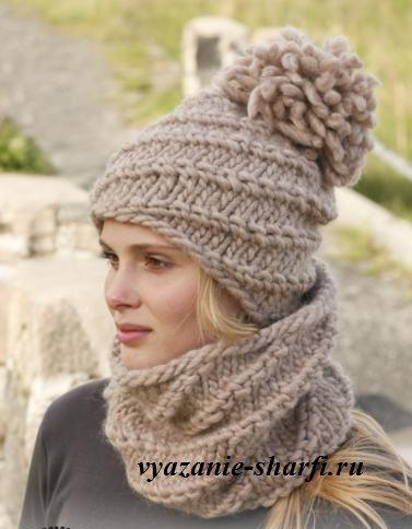 женская вязаная шапка с помпоном и шарф-воротник спицами из толстой пряжи