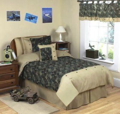 Bedroom Decor Ideas and Designs  Army Military Camo Themed Bedroom Decor  Ideas. Best 25  Military bedroom ideas on Pinterest   Army room  Boys