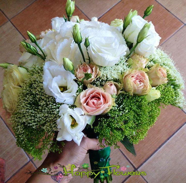 Buchete mireasa | Happy Flowers Targoviste Buchet de mireasa alcatuit din hortensie, lisianthus, mini rose si frunze de decor.