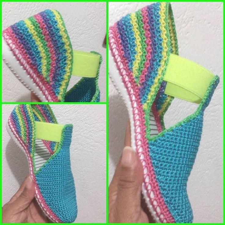 Zapatos tejidos en crochet. Hecho a mano. Patyartesanal. #tejeresmiterapia#tendencias#tejidosartesanales#instalike#instafashion#innovacrochet# crochet#crochetfashion#hechoamano#hechoconamor#parati