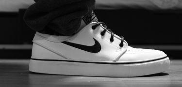 Zo hoor je jouw witte schoenen te reinigen – Manners Magazine