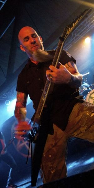 Anthraxs Scott Ian Talks SpokenWord Shows Beards Kelly Bundy - Anthrax guitarist Scott Ian was perfectly content shouting the occasional backup vocal until a UK pr[...]