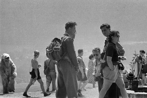 Zakopane, 1956. Turyści na Gubałówce. Fot. Władysław Sławny
