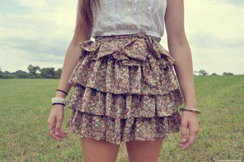i nee this skirt! - http://shopitlow.com