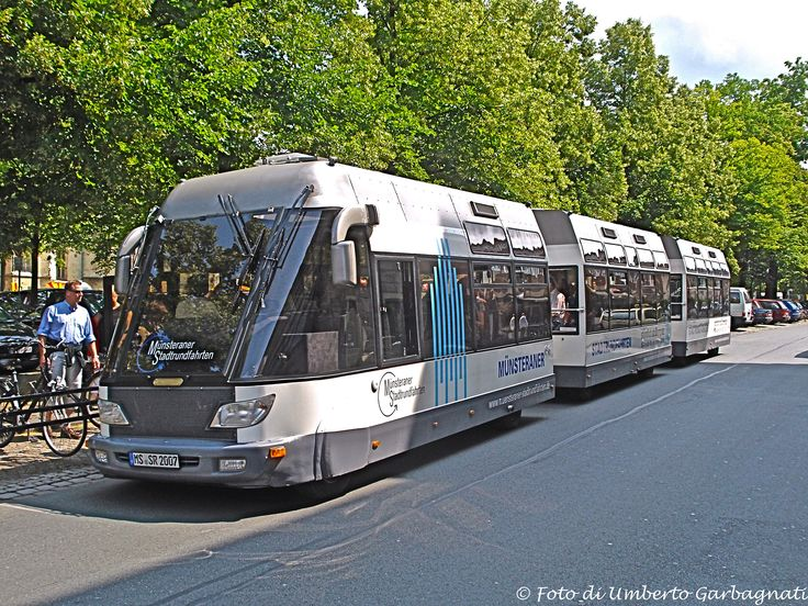 """...trenino turistico per  city-tour, motrice più due rimorchi, della """"Münsteraner Stadtrundfahrten"""" - Münster (D) - 06 lug 2008 - © Umberto Garbagnati"""