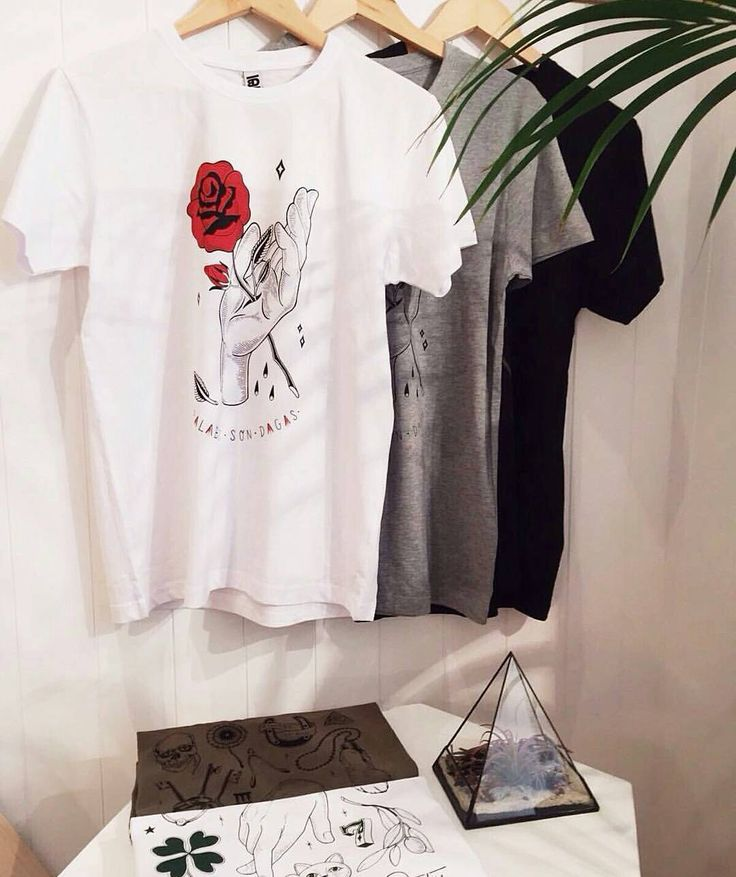 Así de maja luce nuestra nueva temporada en @gazelathomson 😍😍😍 #illustration #art #ilustración #design #madrid #igersmadrid #bloggermadrid #ropa #tiendasmadrid #clothing #apparel #brand #serigrafia #screenprinting #handprinted #rose #tatto #fash_rev #fash_revspain #conceptstore #slowfashion