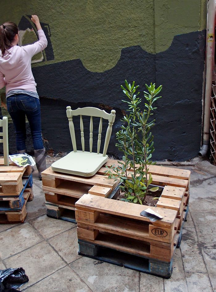 DIY pallet public bench / from derelict void space to amazin public place / athens, greece by Atenistas