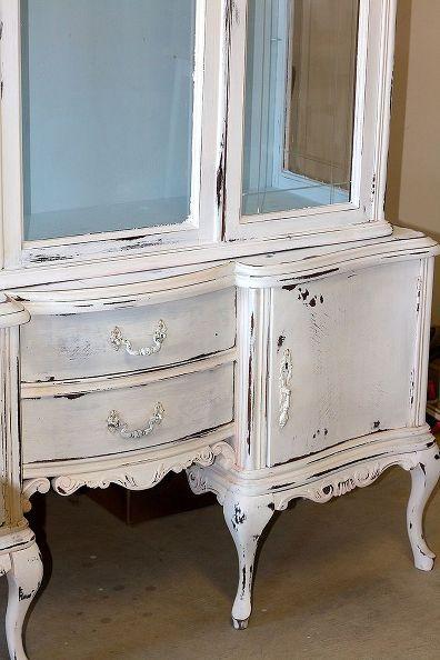 tiza muebles pintados, pintura tiza, muebles pintados, esta pieza está pintada de blanco puro con Louis Azul encerado y luego muy angustiado