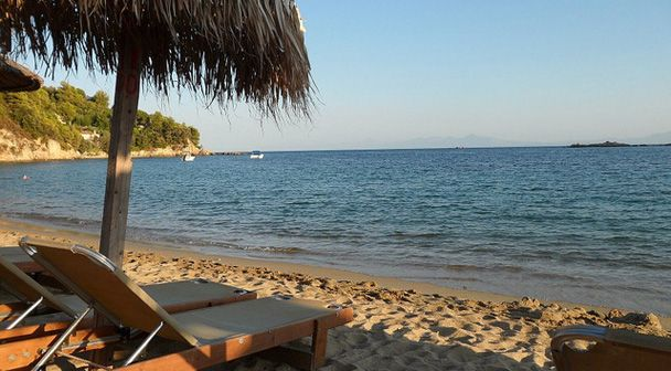 ΣΚΟΠΕΛΟΣ  ΝΙΟΥΣ  Skopelos news  : Όχι  σε δημοπρασία για ομπρελοκαθίσματα – καντίνες...