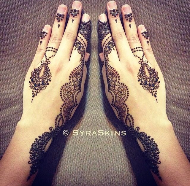 Henna with a jewel like style by SyraSkins. Gorgeous!