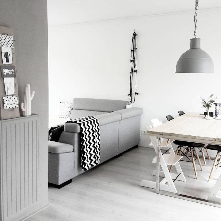 #kwantum repin: Lichtsnoer Helder @interior_by_kim - GOOD EVENING. . . .enjoy the best way! #witwonen #lichtwonen #grijswonen #wonen #home #kijkjeinmijnhuis #interior123 #interiør #interior #interiorinspiration #instahome #scandinavian #scandinavinterior #zwartwit #blackandwhite #scandinaviandesign #scandicinterior #prikkabel #kwantum_nederland #loungebank #eettafel #eamesreplica #zigzag #zaterdagavond #saturdaynight