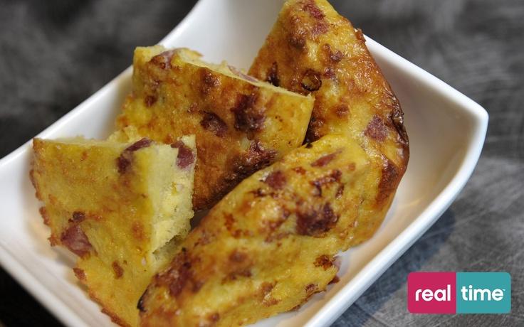 Real Time è: Cucina Con Ale con Alessandro Borghese. Frittata di pane e salame. Guarda la ricetta su www.realtimetv.it/web/cucina-con-ale
