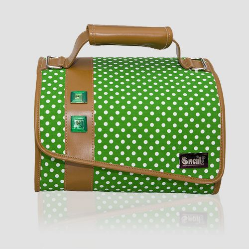 Snailbag Fusión Duende: bolso portalimentos isotérmico + dos tuppers incluidos. Shop online -> 47,95 euros. ¡Gastos de envío gratis! Snailbag everywhere you go! #Snailbag #lunchbag #tupper #tuppertime #MadeInSpain #moda #chic #ShopOnline #EnvioGratis http://www.snailbag.es/shop/elements-collection/bolos-porta-alimentos-snailbag-fusion-duende/