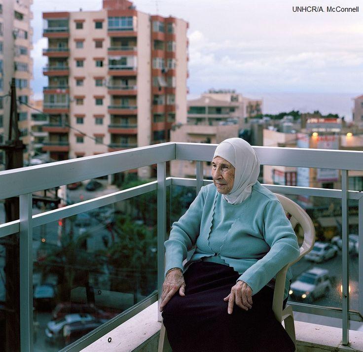 """""""La Siria è un capolavoro creato da Dio"""", dice Bahira osservando le strade di Beirut che le sono sconosciute. """"Quando è davanti ai tuoi occhi, ti senti bene"""". Bahira, #rifugiata siriana in #Libano ha festeggiato i suoi cento anni circondata da figli, nipoti e pronipoti.L'anno scorso è stata costretta a fuggire dalla #Siria, ma spera ancora di poter fare ritorno a casa."""