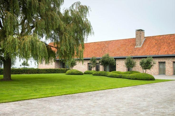 Landelijke tuin rond zuienkerse polder hoeve buxuswolken cre ren exclusiviteit maar bieden - Creeren van een tuin allee ...