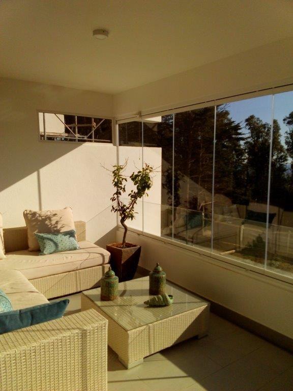 Disfruta tu balcón todo el año con los Cierres de Cristal Plegables Lumon, con diseños vanguardistas, elegante y con vista panorámica que aísla del ruido, viento y frío.
