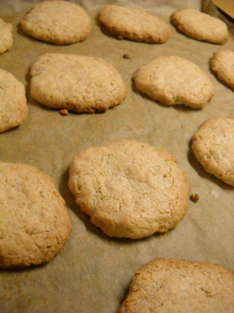 120 gr αλεύρι 80 gr νιφάδες βρώμης 1 κ.γ. baking powder ¼ κ.γ. αλάτι 80 ml λάδι ελαφρύ 100 gr φυστίκια (ή φυστικοβούτυρο) 200 gr ζάχαρη 60 ml φυτικό γάλα λίγη βανίλια → Σε ένα μπωλ ανακατεύουμε το …