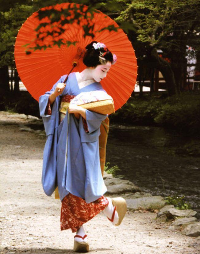 Maiko, Mamefuji. Kyoto. Japan. http://tracking.publicidees.com/clic.php?progid=2184&partid=48172&dpl=http%3A%2F%2Fwww.promovacances.com%2Fvacances-sejour-hotel%2Fvoyage-japon%2F