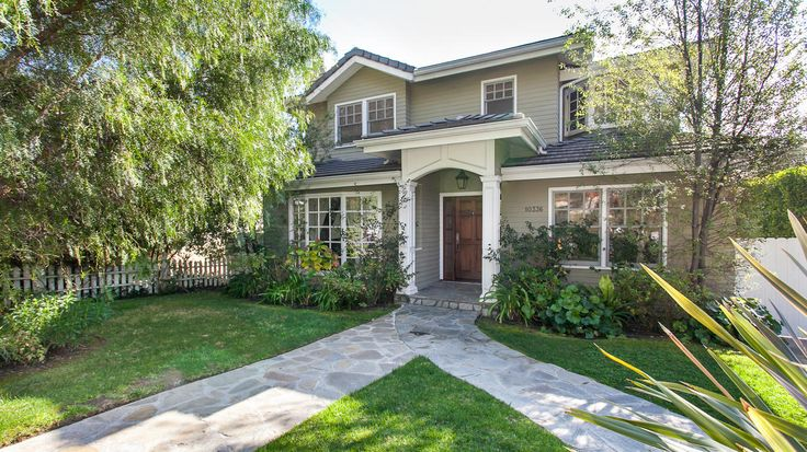 ABC's 'Modern Family' house in L.A. sells for $2.15 million • Get a peek inside Phil and Claire Dunphy's fictional home.