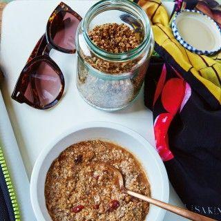 Ein Frühstücksbrei (Porridge oder Oatmeal) aus eiweißreichen Quinoaflocken ist ganz schnell gemischt – am besten legen Sie gleich einen ordentlichen Vorrat an. Quinoaflocken sind der Clou an...