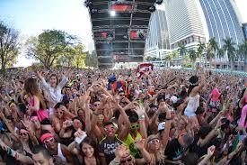 Ultra Music Festival fue fundado en 1999 por la pareja de negocios Russel Faibisch y Alex Omes. El primer festival fue un evento de un día al final del Winter Music Conference en 1999 con actos de Rabbit in the Moon y Dj Baby Anne. El evento se llevó acabo en South Beach en Miami, Florida, y fue un éxito total. En Marzo del 2000, el festival regreso a South Beach.Tuvo mucho éxito ya que es una concentración de los mejores Djs ubicado entre grandes rascacielos con una gran repercusión…