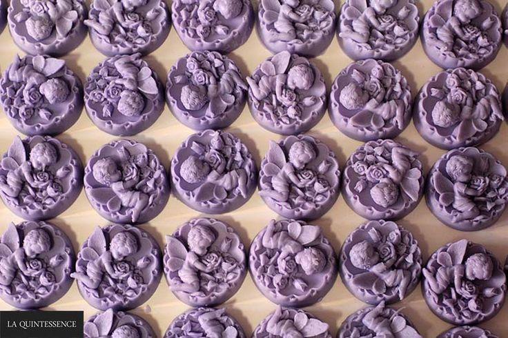 Lawendowe anioły - mydełka glicerynowe z serii Happy Soaps, wzbogacone o szlachetne masła: shea, kakaowe i mango.