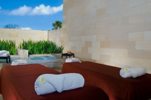 The Bale in Nusa Dua offers  you a treatment room with Jacuzzi, perfect to relax in style    http://travelling-bali.com