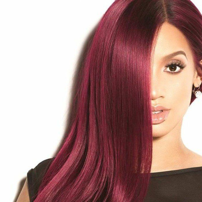une crinière abondante et bien soignée, une coloration cheveux framboise très tendance