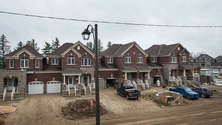 Construction continues at Enclaves of Upper Canada!