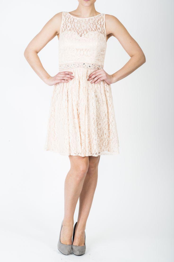 Kjole Amalie, nydelig blondekjole. Ferskenfarget.